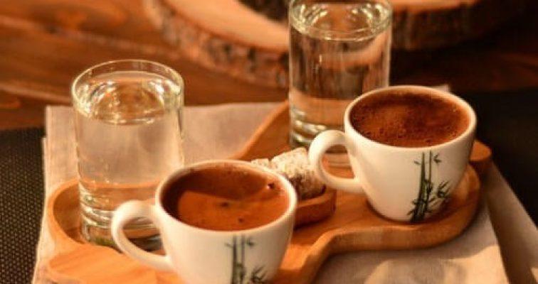 آب و قهوه چرا همراه قهوه آب سرو میشود